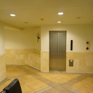 アプレ錦糸町のエレベーターホール、エレベーター内