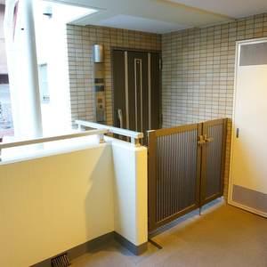 アプレ錦糸町(5階,)のフロア廊下(エレベーター降りてからお部屋まで)