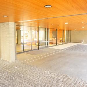プラウド中野本町のマンションの入口・エントランス
