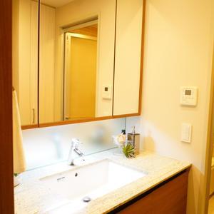 プラウド中野本町(1階,7680万円)の化粧室・脱衣所・洗面室