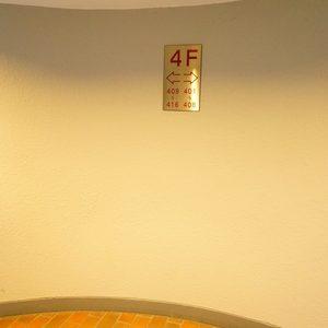神楽坂ハウスのエレベーターホール、エレベーター内