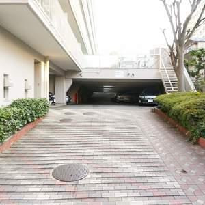 神楽坂ハウスの駐車場