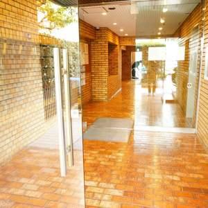 イトーピア渋谷桜ヶ丘のマンションの入口・エントランス
