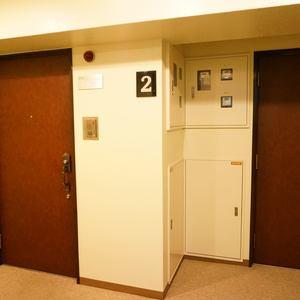 イトーピア渋谷桜ヶ丘(2階,5480万円)のフロア廊下(エレベーター降りてからお部屋まで)