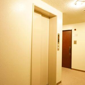 イトーピア渋谷桜ヶ丘のエレベーターホール、エレベーター内