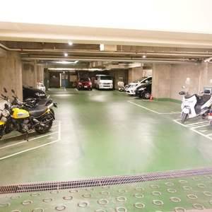 シャトレ市ヶ谷の駐車場
