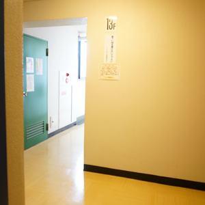 シャトレ市ヶ谷(13階,)のフロア廊下(エレベーター降りてからお部屋まで)