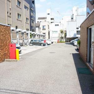 新神楽坂ハウスの駐車場