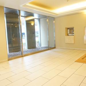 ファミール東銀座グランスイートタワーのマンションの入口・エントランス