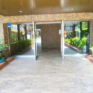 新神楽坂ハウスのマンションの入口・エントランス