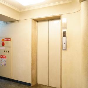 秀和第2築地レジデンスのエレベーターホール、エレベーター内