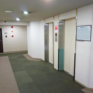 新神楽坂ハウスのエレベーターホール、エレベーター内