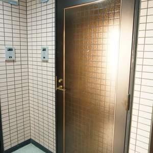 リバーシティ日本橋(6階,5498万円)のフロア廊下(エレベーター降りてからお部屋まで)