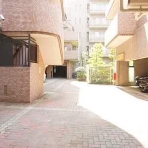 ライオンズヴィアーレ幡ヶ谷の駐車場