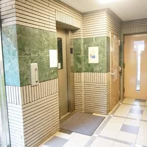 ライオンズヴィアーレ幡ヶ谷のエレベーターホール、エレベーター内