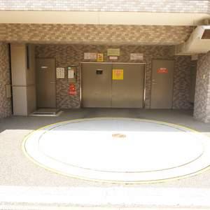 ライオンズガーデン幡ヶ谷の駐車場