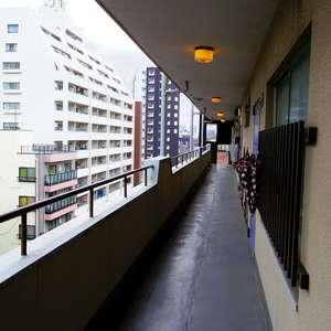東中野フレンドマンション(7階,)のフロア廊下(エレベーター降りてからお部屋まで)