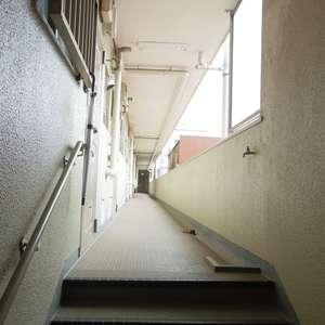 コーポ中野(4階,)のフロア廊下(エレベーター降りてからお部屋まで)