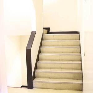 ライオンズマンション駒込第2(3階,)のフロア廊下(エレベーター降りてからお部屋まで)