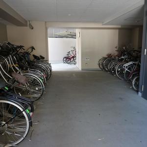 ラシュレ池袋椎名町の駐輪場