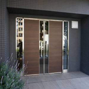 ラシュレ池袋椎名町のマンションの入口・エントランス