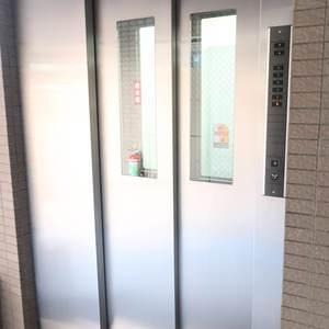 コスモ錦糸町グランシティのエレベーターホール、エレベーター内