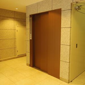 中野パークハウスのエレベーターホール、エレベーター内