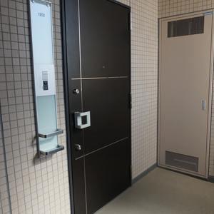 ラシュレ池袋椎名町(12階,)のフロア廊下(エレベーター降りてからお部屋まで)