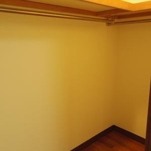 スターロワイヤル中野(1階,6580万円)のウォークインクローゼット