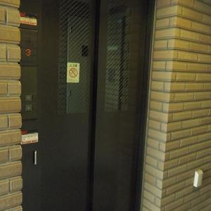 スターロワイヤル中野のエレベーターホール、エレベーター内