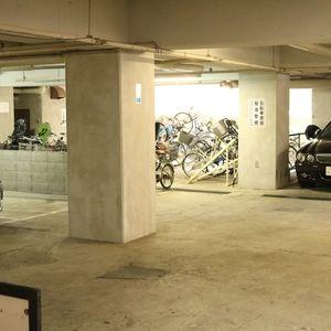 トーア駒込マンションの駐車場