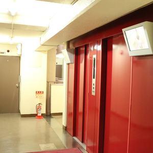 トーア駒込マンションのエレベーターホール、エレベーター内