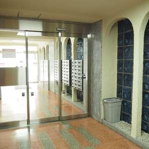 常盤松葵マンションのエレベーターホール、エレベーター内