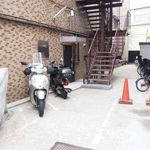 常盤松葵マンションの駐輪場