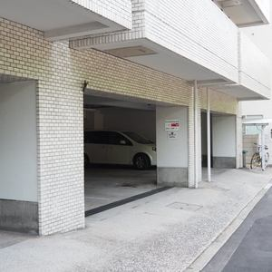 シャトー青山第3の駐車場