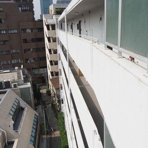 シャトー青山第3(7階,5990万円)のフロア廊下(エレベーター降りてからお部屋まで)