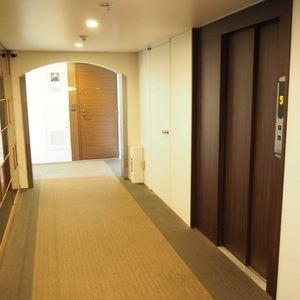 ルイマーブル乃木坂のエレベーターホール、エレベーター内
