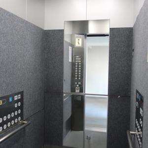 メインステージ両国のエレベーターホール、エレベーター内