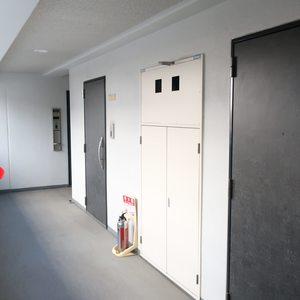 メインステージ両国(2階,3588万円)のフロア廊下(エレベーター降りてからお部屋まで)