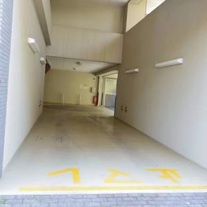 ルイシャトレ中野の駐車場