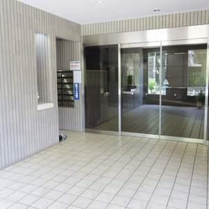 ルイシャトレ中野のマンションの入口・エントランス
