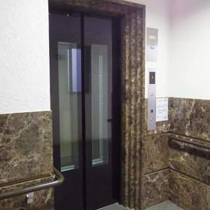 Dクラディア中野のエレベーターホール、エレベーター内
