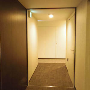 ザパークハウス中野タワー(16階,8980万円)のフロア廊下(エレベーター降りてからお部屋まで)