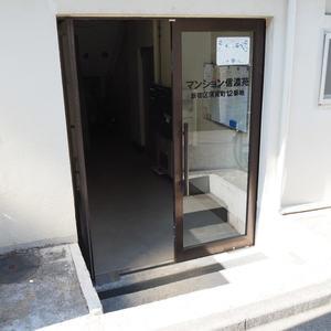 マンション信濃苑のマンションの入口・エントランス