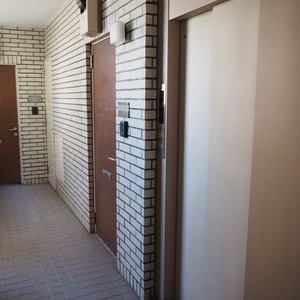 新宿内藤町ハウス(7階,)のフロア廊下(エレベーター降りてからお部屋まで)