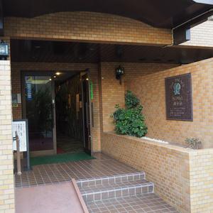 ダイアパレス御苑前のマンションの入口・エントランス