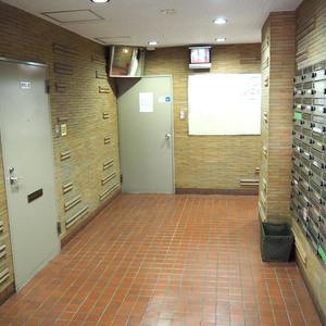 ロジマン御苑のマンションの入口・エントランス
