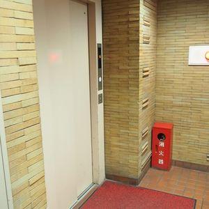 ロジマン御苑のエレベーターホール、エレベーター内