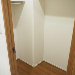 ロジマン御苑(6階,)のウォークインクローゼット