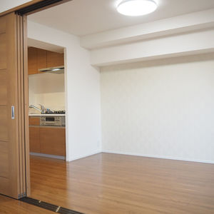 ロジマン御苑(6階,)の居間(リビング・ダイニング・キッチン)